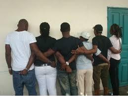 Corde humaine des militants associatif à Douala © www.brukmer.be