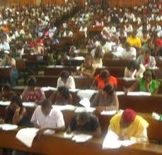 Etudiants dans l'amphi 1003 de l'université de Yaoundé 1 © journalducameroun.com